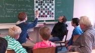 Schach gemeinsam am Demonstrationsbrett