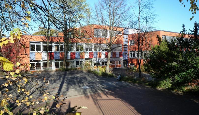 Schulhof A - Eingang Pinxtenweg
